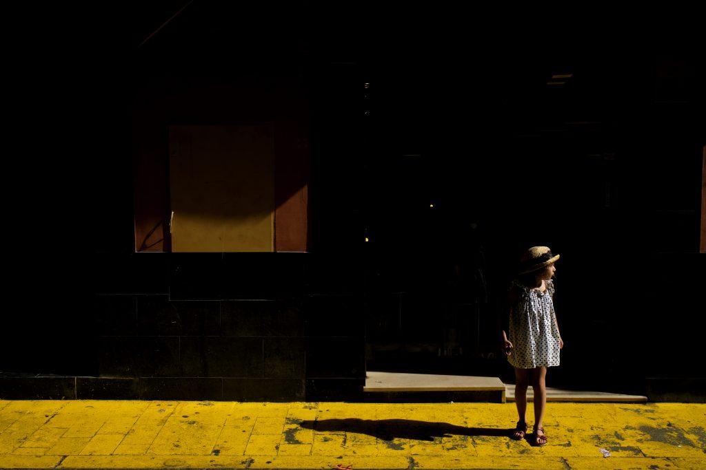 Hight Contrast Street Photography by Gerardo Alcaraz